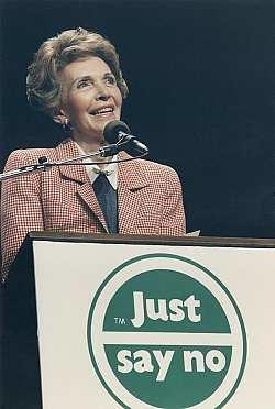 39_1980_nancy-reagan-speaking-at-a-just-say-no-everett